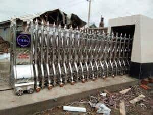 lắp đặt cửa cổng xếp inox tự động tại Đà Lạt