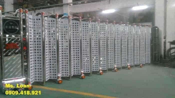 Cổng xếp điện inox giá rẻ