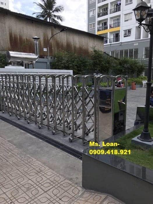 Cổng xếp điện inox